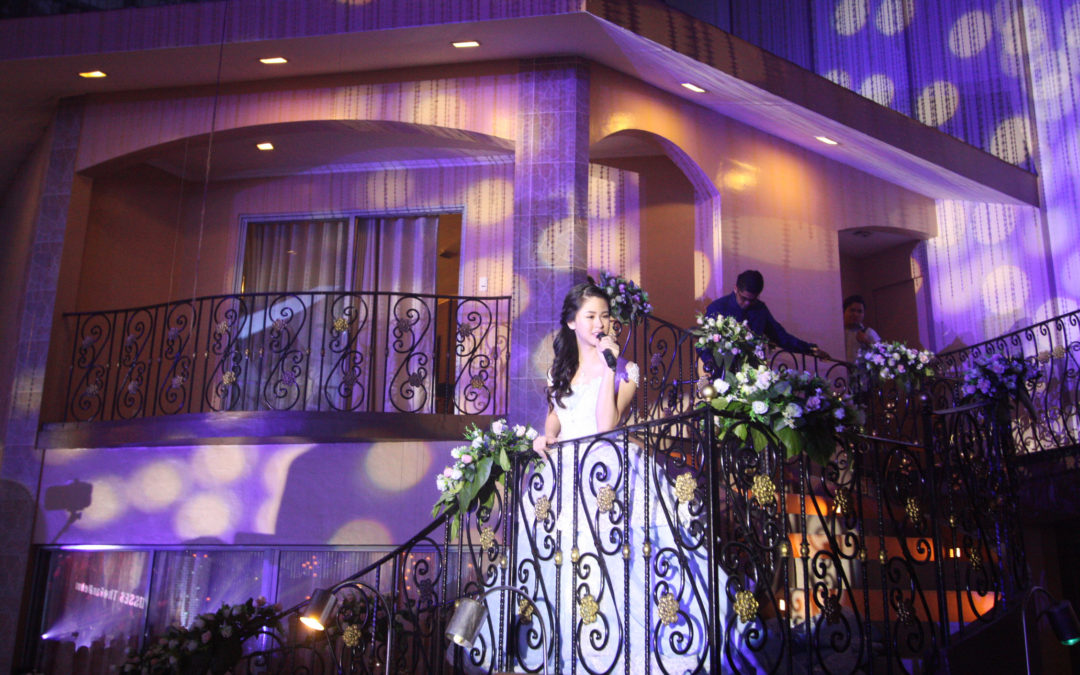Kisses Delavin's Debut at Glass Garden