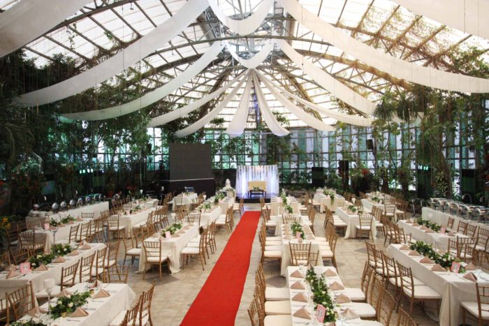 gardens basked in natural sunlight this wedding reception was devoid of any frills or trendy gimmicks it was all about keeping it simple and classic - Glass Garden